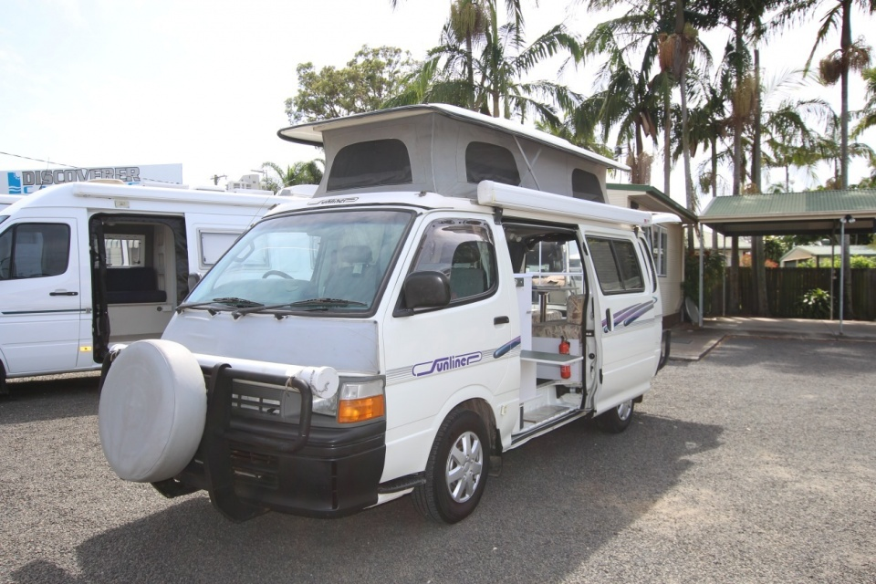 Toyota Hiace Twin Bed Campervan Automatic Discoverer Campers