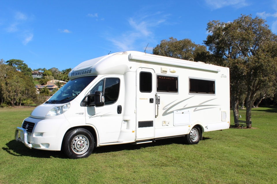 2010 Winnebago Avida Birdsville Elite B2482 Island Bed